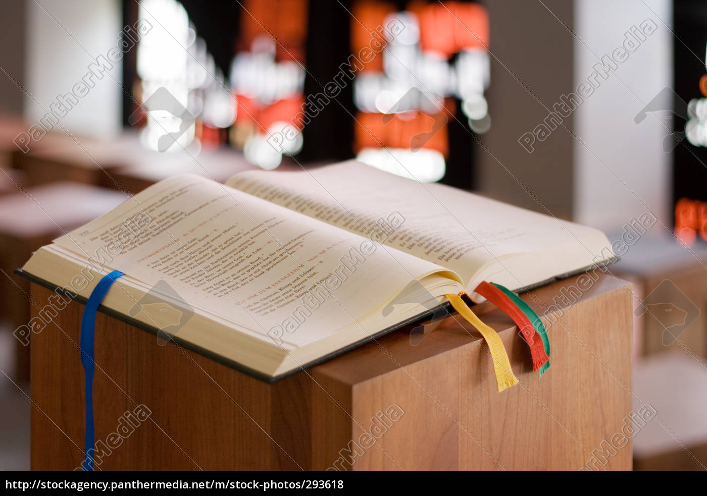 bible, on, a, lectern - 293618