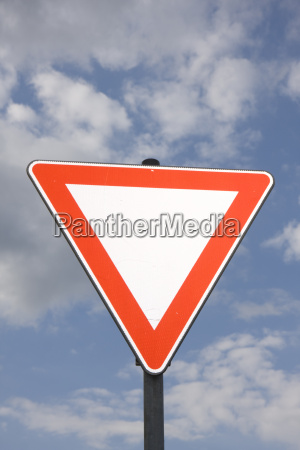 road sign on a cloudy day