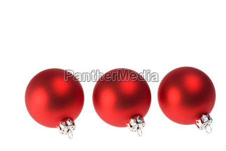 drei rote christbaumkugeln isoliert
