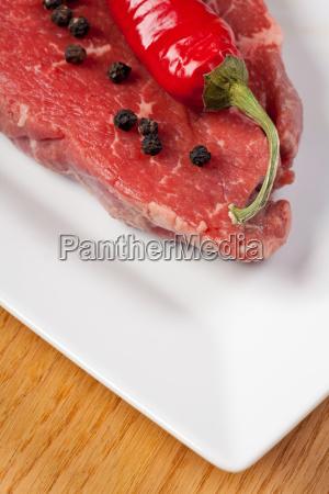 rohes fleisch bereit zum kochen
