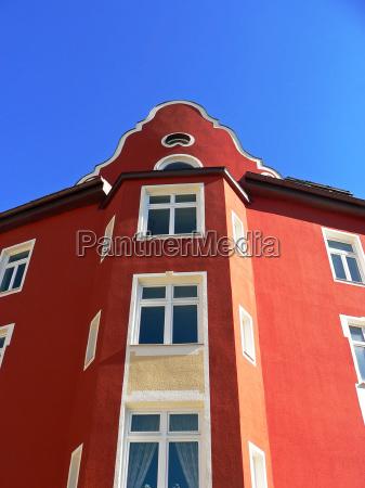 red house on kolumbusplatz