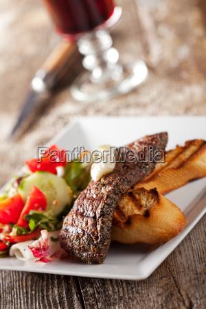 detail eines steak mit salat