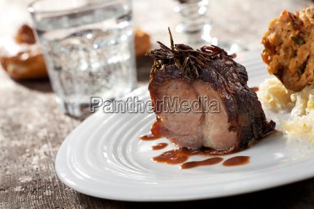 sucking pig dumpling lump roast pork