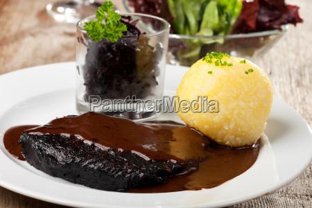 sauerbraten mit kartoffelknoedel