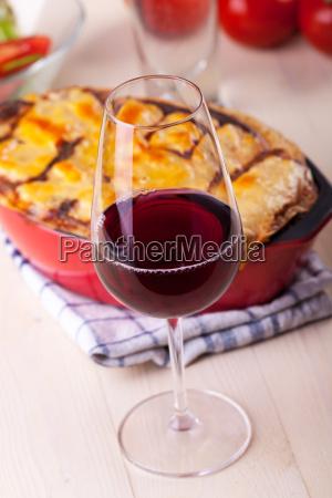 rotwein mit lasagne