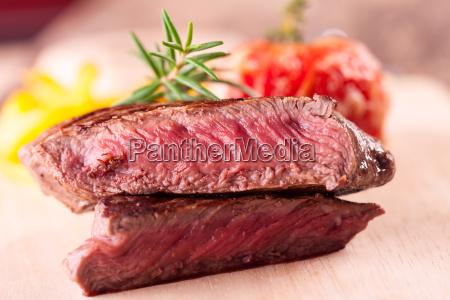 nahaufnahme eines steaks vom grill