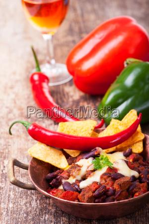 chili con carne in einer schuessel