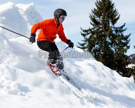 carvender skiers