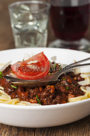 spaghetti bolognese und kaese