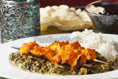 indische haehnchen fleisch spiesse