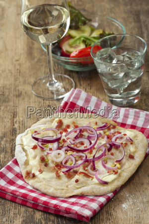 french tarte with red onions