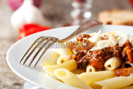 penne bolognese und parmesan