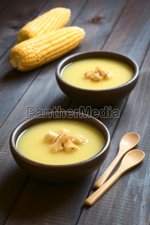 cream of corn soup with croutons