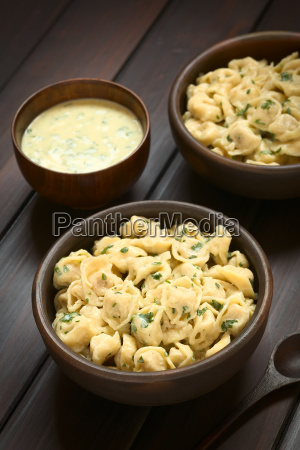 cooked tortellini with parsley cream sauce