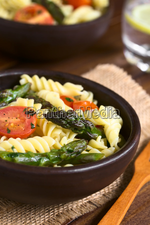 asparagus tomato and pasta salad