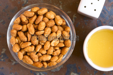 peanuts with honey and salt