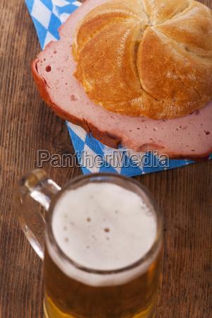 posilek pieczywo chleb miesa mieso leberkaese