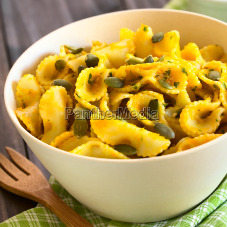 pasta with pumpkin and parsley sauce