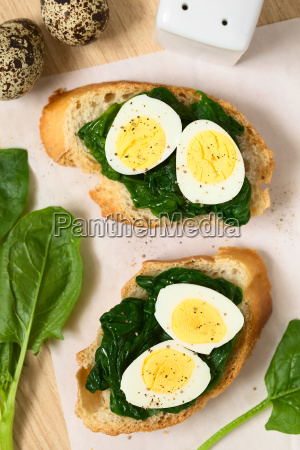 crostini with spinach and quail egg