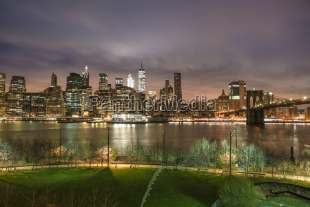 manhattan skyline and brooklyn bridge before