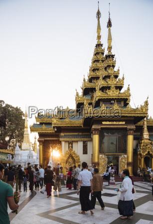 sunset at shwedagon pagoda yangon rangoon