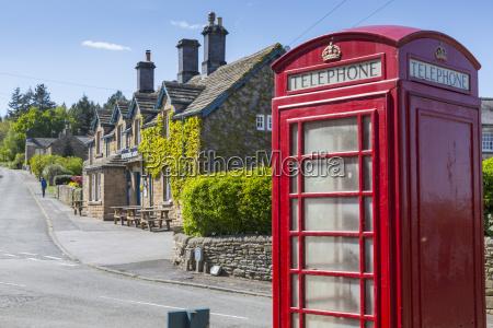 cabina telefonica hombres hombre paseo viaje