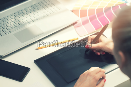 freelance graphic designer using digital drawing